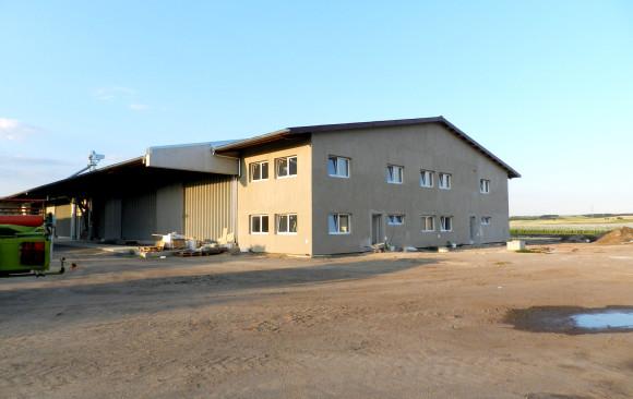 Neubau einer Mehrzweckhalle mit Getreidelager, Unterstellhalle für Maschinen und Bürogebäude